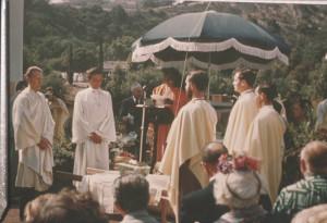 Paramhansa Yogananda dedicating the Lake Shrine, under umbrella